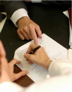 concludi l'affare facendogli firmare la domanda di collaborazione