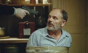 minacciato con pistola